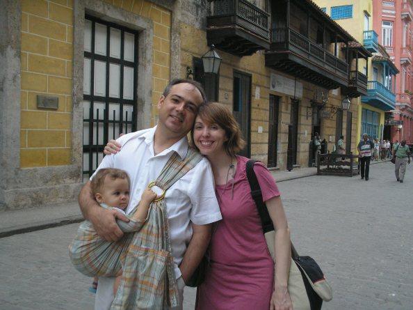 Aconchego e alegria tamanho família - hábito dos povos da Ásia e da África conquistou Bento, Cristiana e Antônio (editor do blog)
