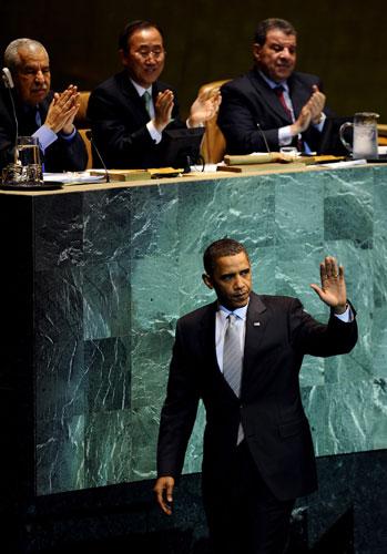 O presidente dos Estados Unidos, Barack Obama, se despede após discurso na reunião das Nações Unidas sobre mudanças climáticas. Foto de Jeff Zelevansky/EPA