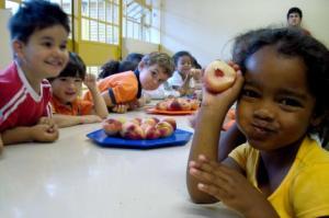 Crianças em creche municipal de Porto Alegre, onde um projeto semelhante foi aprovado pelos vereadores aguarda sanção da prefeitura